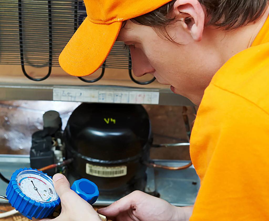 Как починить холодильник