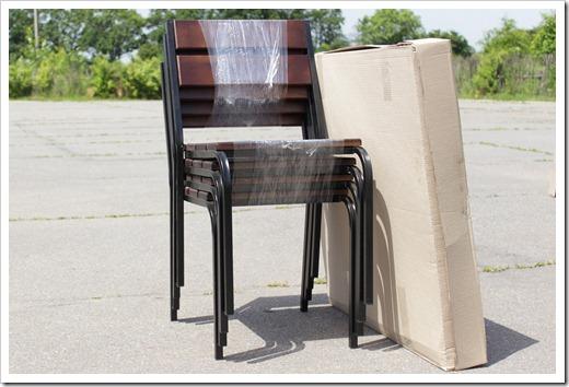 Почему такое внимание уделяется именно стульям?