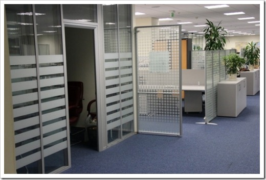 Как выглядит процедура тонировки офисных перегородок?