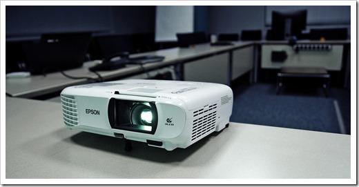 Как транслировать экран компьютера на телевизор и проектор?